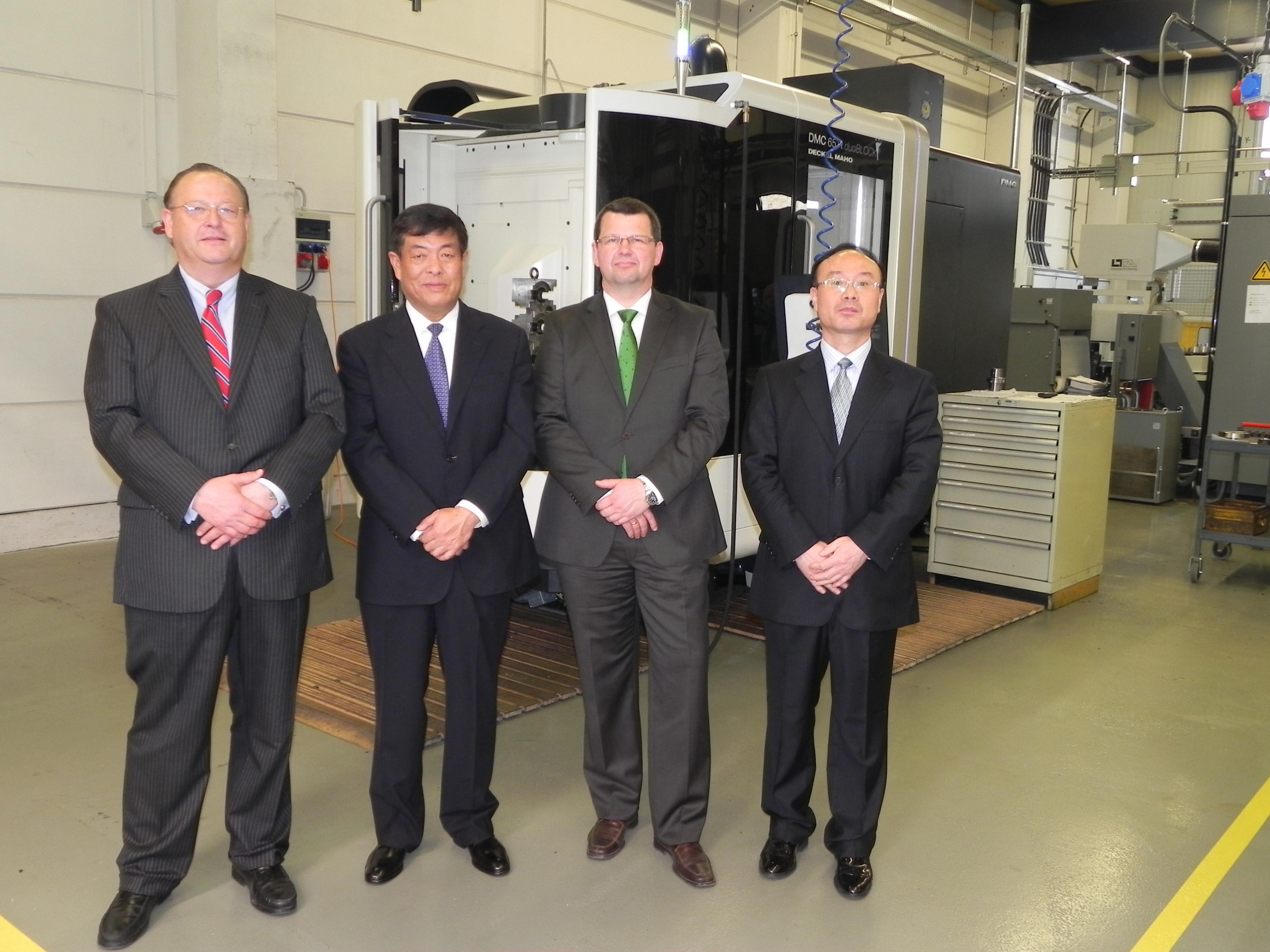 Wolfgang Kottenberg Dr Ning Song Holger Müller Hualiang Wei von links nach rechts